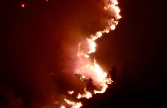 L'incendio scoppiato nel territorio di Valgoglio