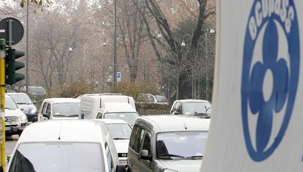 Smog, a Napoli stop alle auto 6 giorni