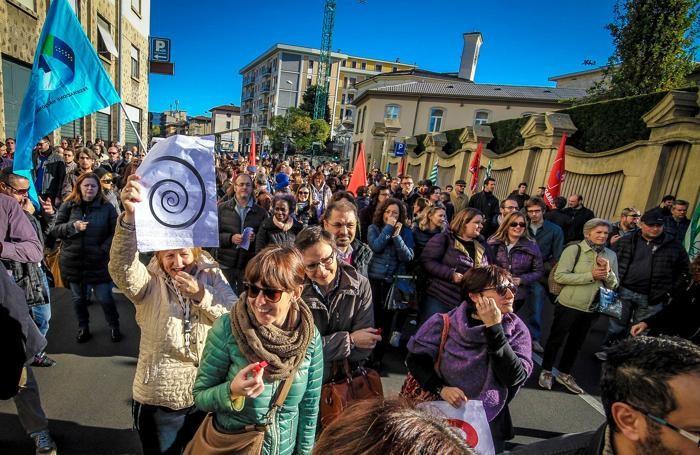La manifestazione dei lavoratori dell'Italcementi a Bergamo