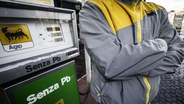 Benzina troppo cara, allarme consumatori