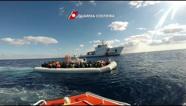 Migranti:tratte in salvo 1.123 persone