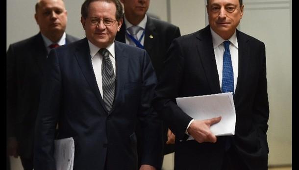 Cambi: euro in lieve calo a 1,0866 dlr