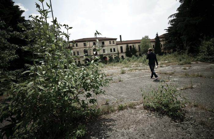 Gli interni della caserma Montelungo di Bergamo