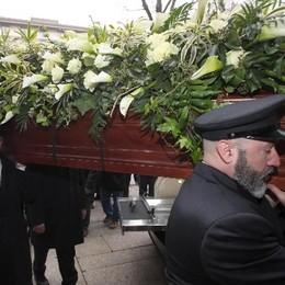 Krizia, chiesa gremita per funerali
