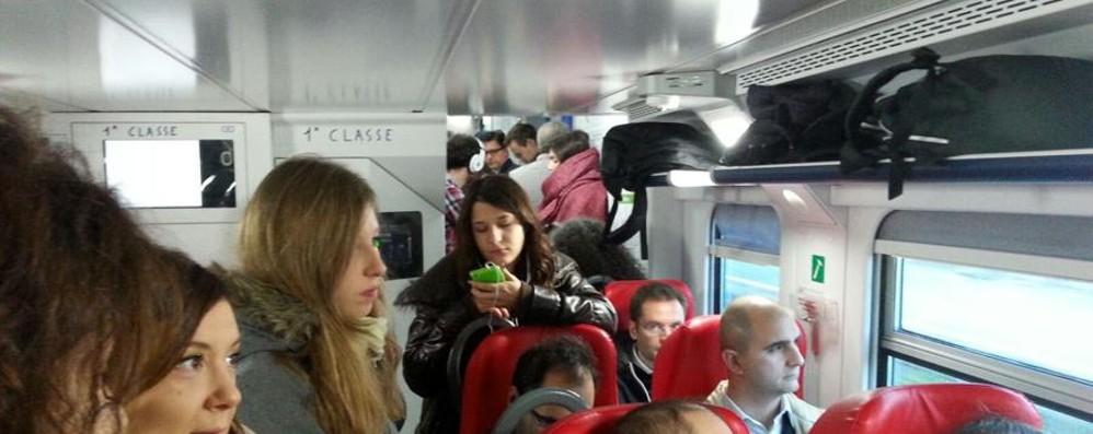 «Ferrovie, siamo alle solite...» E i pendolari perdono il treno