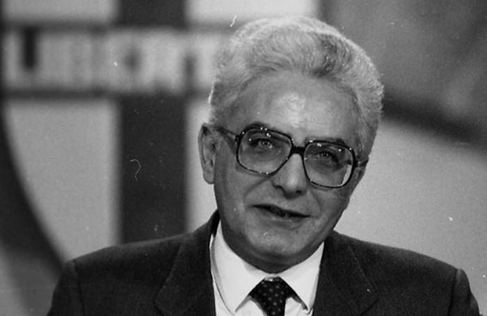 Sergio Mattarella in una foto ai tempi della Dc