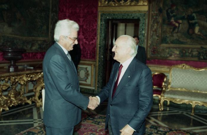 Oscar Luigi Scalfaro, uno dei precedenti inquilini del Quirinale, con Mattarella