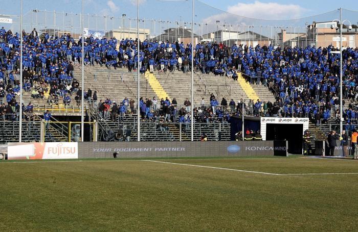 La curva nord all'inizio di Atalanta-Cagliari