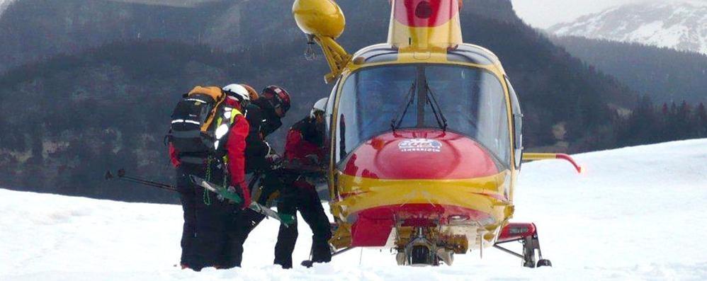 Con gli sci contro una motoslitta Il 16enne è stato operato: resta grave