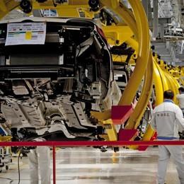 Industria, su la produzione a dicembre: + 0,4% in un mese, + 0,1% base anno