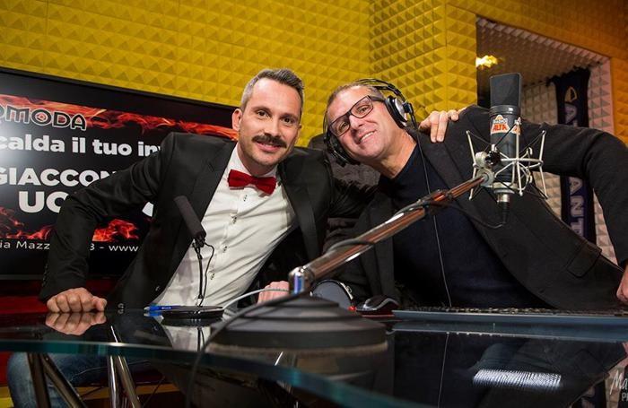 Il Vava, cantante bergamasco, con Teo Mangione, conduttore di Radio Alta