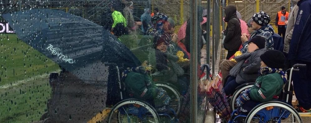 «Ombrello aperto a bordo campo per i disabili partita  rovinata» - La foto