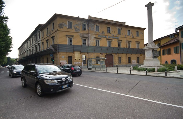 La caserma vista da via San Giovanni