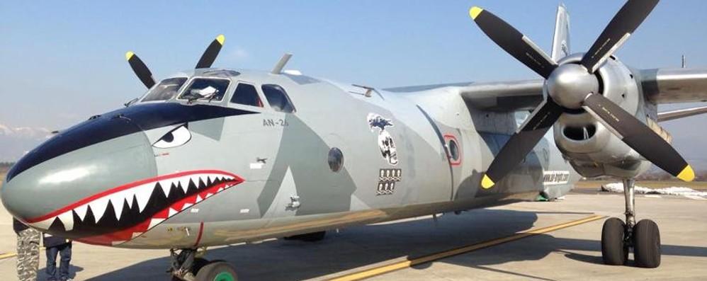 Uno strano aereo fa tappa ad Orio È quello de «I mercenari» di Stallone