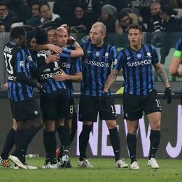 L'esultanza dell'Atalanta dopo il gol di Migliaccio