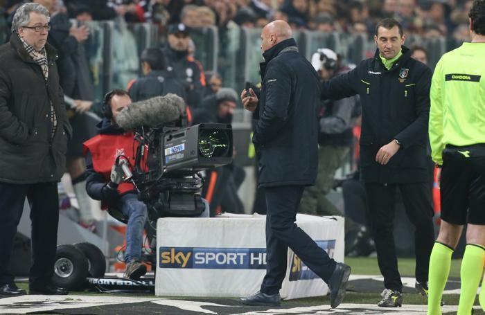 Colantuono espulso dopo un battibecco con il team manager della Juventus