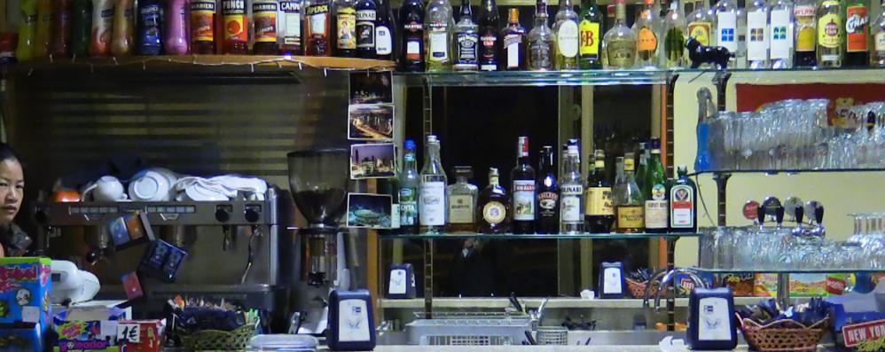 Borgo di Terzo, pugni e calci al barista poi il rapinatore fugge con il portafogli