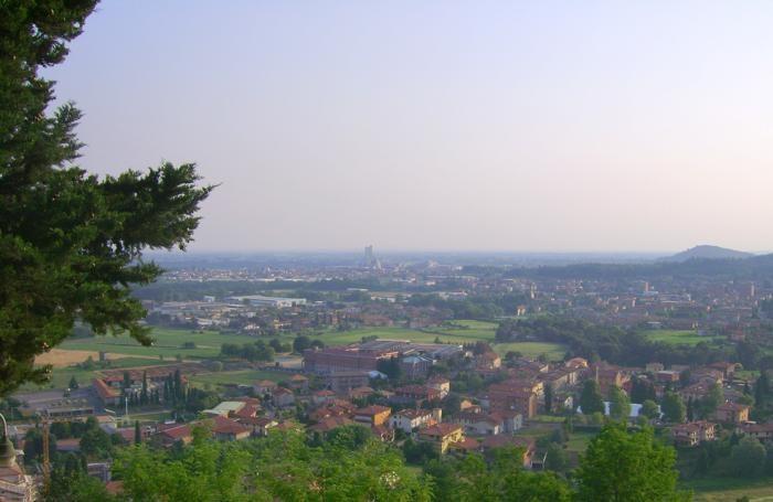 Un panorama dell'Isola: in primo piano Sotto il Monte - Nella foto grande la Valle Cavallina