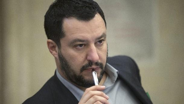 Salvini, Berlusconi decida con chi stare