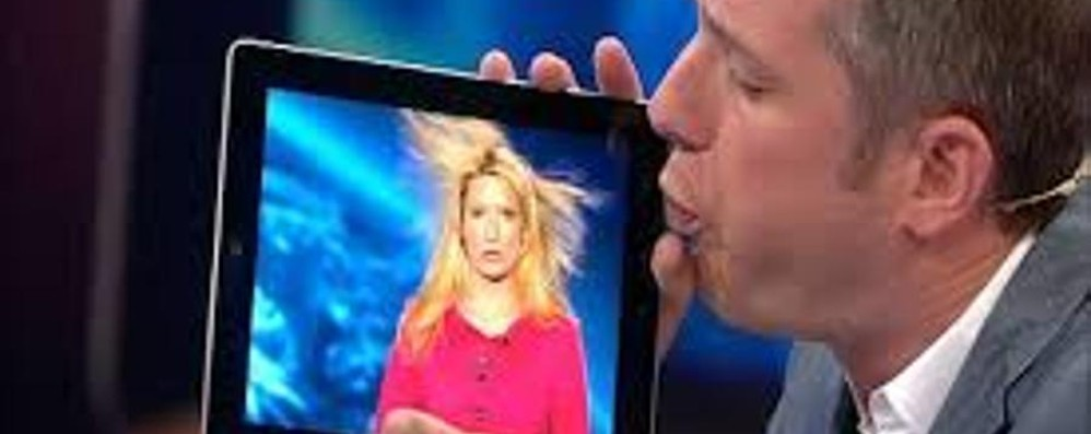 C'era il Mago Silvan, c'è il mago dell'iPad Guarda il video: prodigi di illusionismo