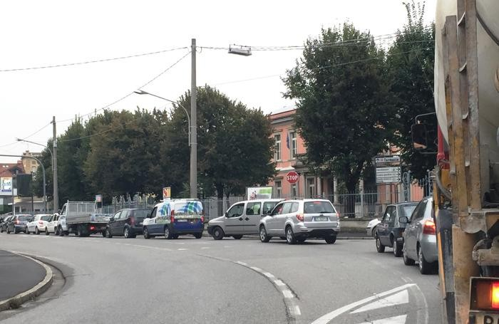 Il semaforo di Verdello e il  traffico in direzione Bergamo