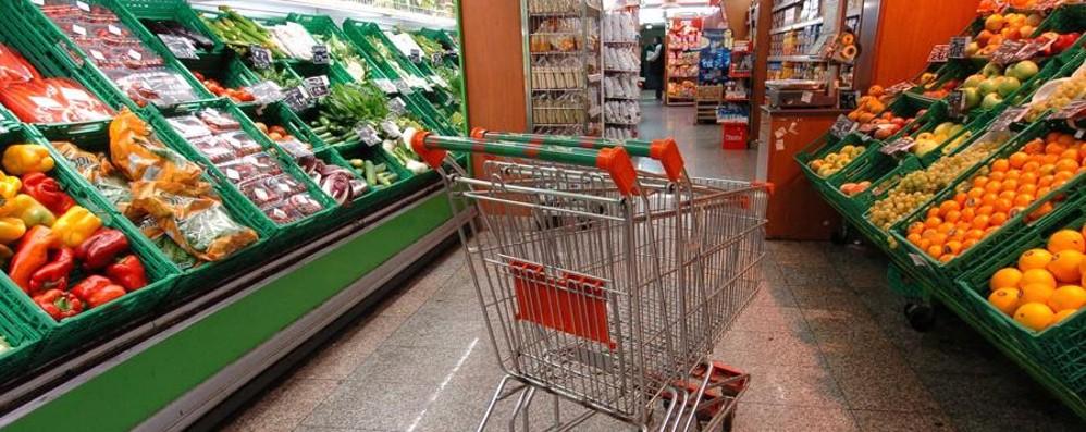 Lieve aumento nei prezzi, +0,3% In su tabacchi, trasporti, frutta e  verdura