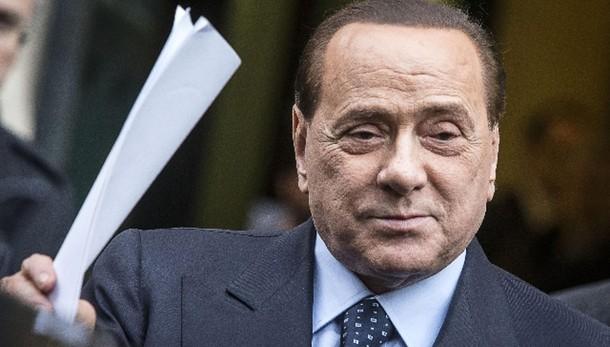 Berlusconi,non vedo,non sento,non parlo