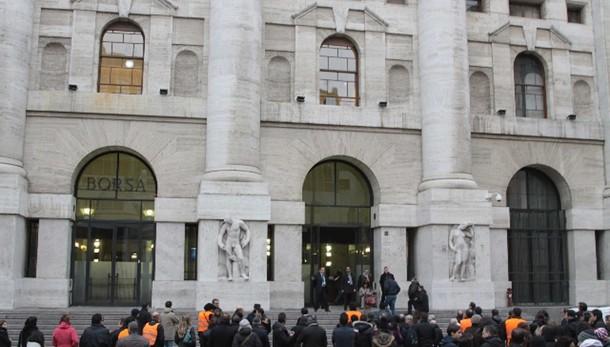 Borsa: Milano apre in rialzo (+0,7%)