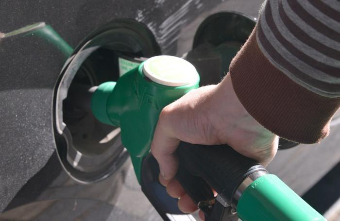 Rifornimento di benzina meno caro