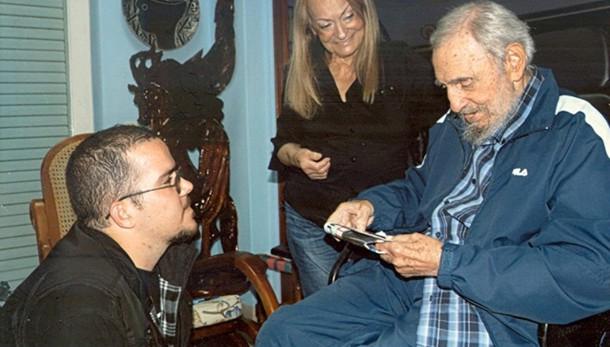 Cuba: prime foto di Fidel dopo 5 mesi