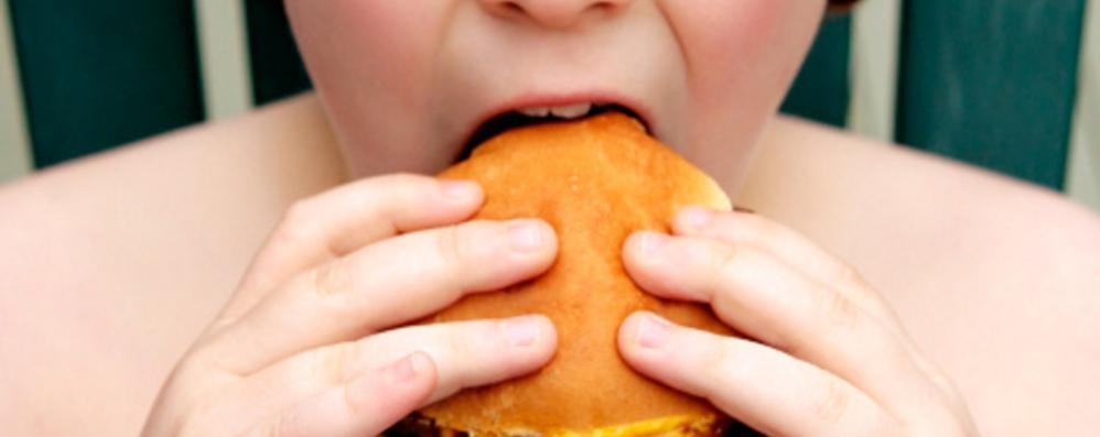 È obeso un bambino su dieci Ma i genitori non se ne rendono conto