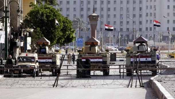 Forte esplosione nel centro del Cairo