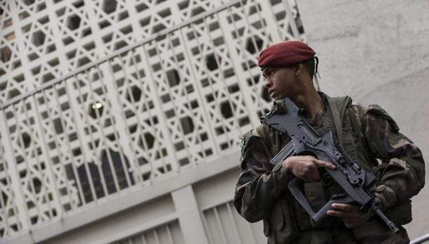 Francia: militari feriti in sito ebraico