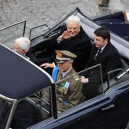 Il presidente della Repubblica, Sergio Mattarella con il presidente del Consiglio, Matteo Renzi a bordo della Flaminia, dopo il giuramento e il discorso di insediamento a Montecitorio