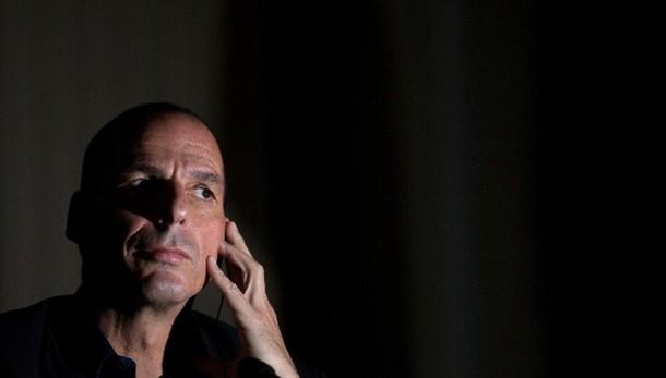 Varoufakis, nuovo contratto con Troika