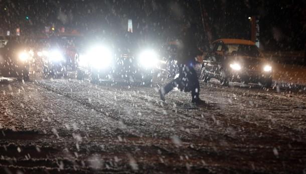 'Big snow': treni a singhiozzo,Tir fermi