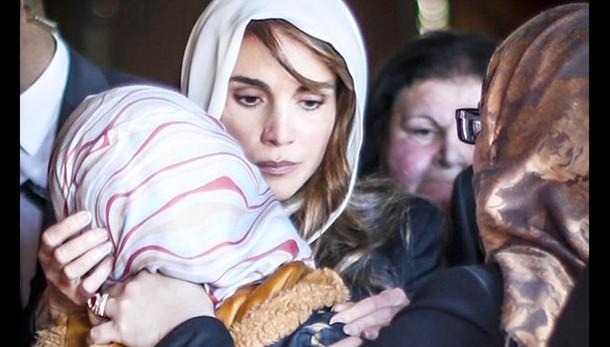 Foto Rania con moglie pilota su web