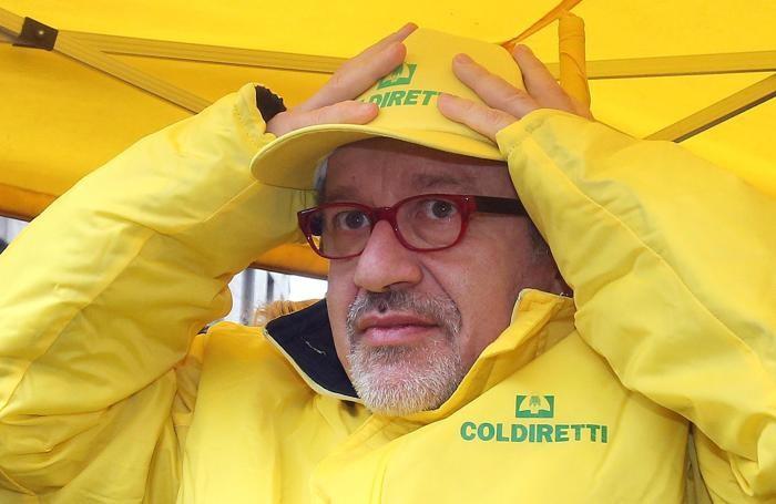 Il presidente della regione Lombardia, Roberto Maroni, in piazza Affari a Milano per la manifestazione «Un giorno da allevatore nelle piazze italiane»