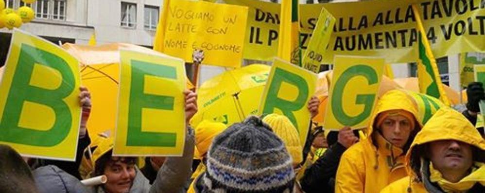 Gli allevatori bergamaschi in piazza Con loro Martina: l'industria batta un colpo