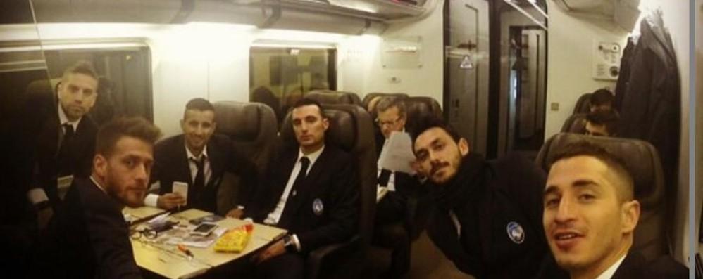 Ecco l'Atalanta in viaggio in treno A Firenze c'è un dubbio: quante punte?