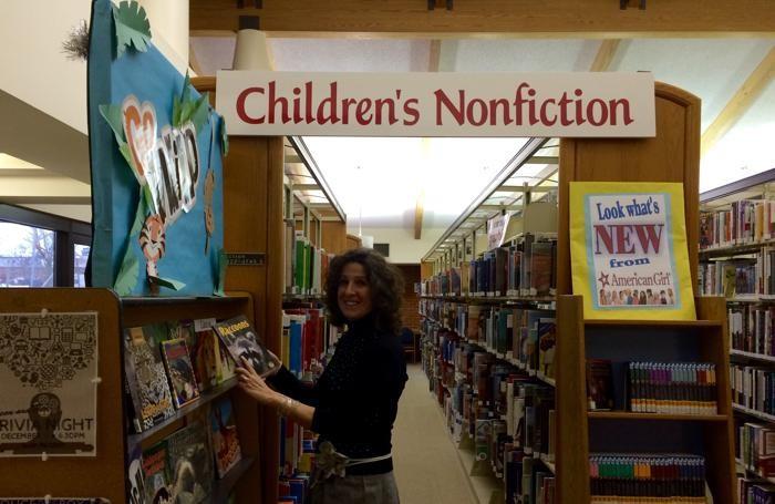 Nuvola Amighetti in una libreria dove lavora come volontaria