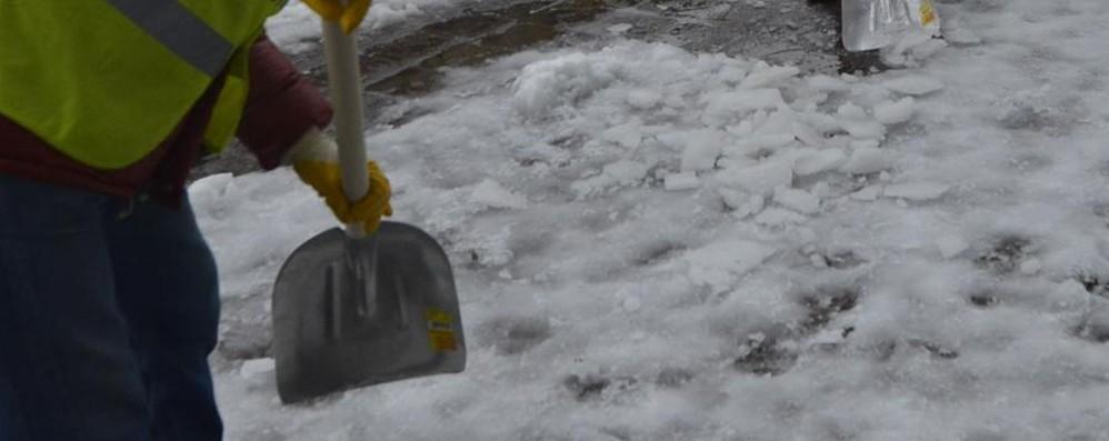 Voleva spalare la neve, malore lo stronca Infarto uccide anche un  operaio di 54anni