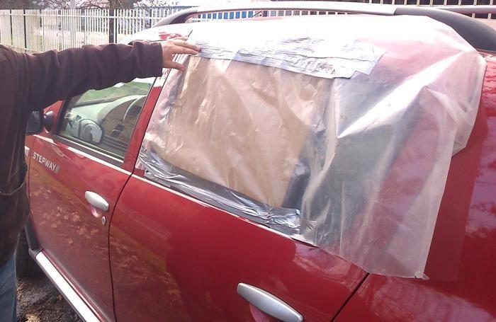 finestrino auto infranto