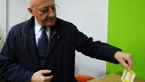 Primarie Campania: vince De Luca con 52%