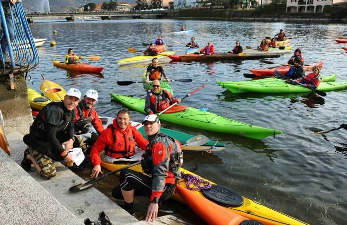 L'assessore Rossi con gli appassionati del  Kayak Sarnico
