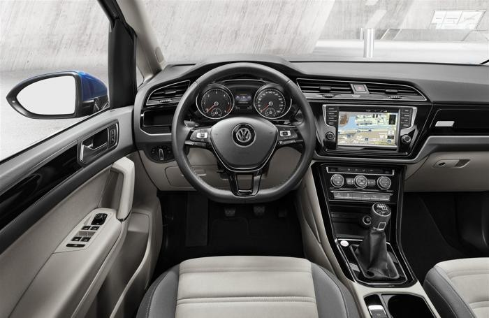 L'interno della Volkswagen Touran