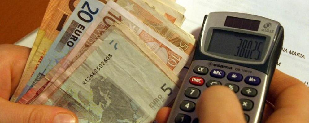 Bollette, la luce costa 500 euro l'anno «Ecco come risparmiare fino all'11%»