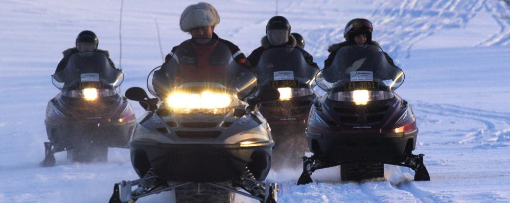 «La nostra camminata sulla neve rovinata dal fumo delle motoslitte»