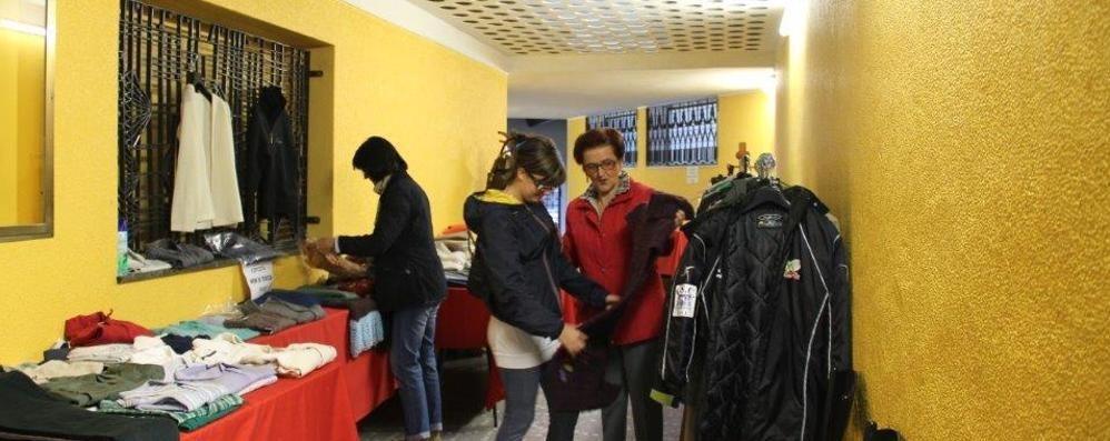 Caritas, non solo alimenti  Alle Grazie vestiti usati a 1 euro