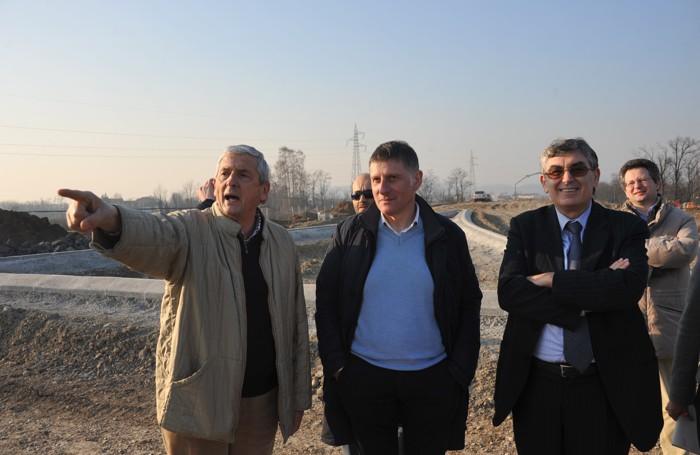 Stilliti (al centro) impegnato in un sopralluogo con l'allora assessore alla Viabilità Giuliano Capetti (a destra)
